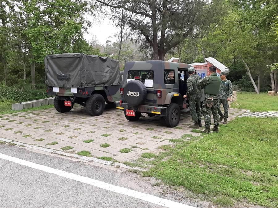 金防部未爆彈處理派員移除,研判是「共軍82公厘迫砲彈」,並無安全疑慮。(民眾提供)
