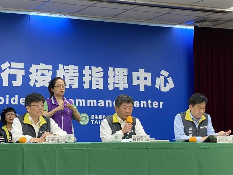 中央流行疫情指揮中心今(27)下午召開記者會。(邱琮皓攝)