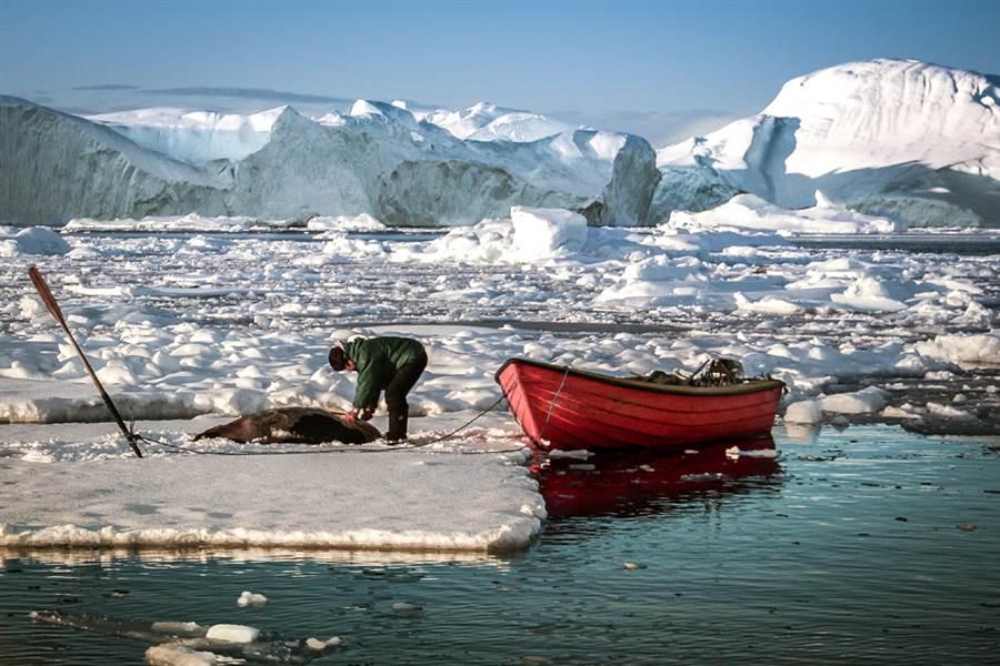1960年代科學家在極地假裝研究如何生活於冰層下,實際上挖出數千公里的隧道,還配置600枚核彈!6年後連核電廠都完工,才發現冰層不穩定,耗費鉅資的計畫就此作罷。(示意圖/達志影像)