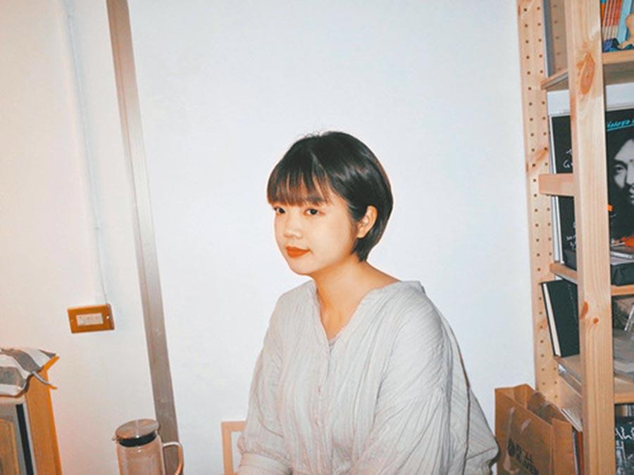 漫畫家高妍是台灣首度與日本作家村上春樹合作繪製書風的創作者,年僅23歲的她,畫風溫柔細膩。(摘自《文藝春秋》官網)