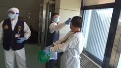 槍擊案主嫌越南返台 警機場抓人全副武裝防疫