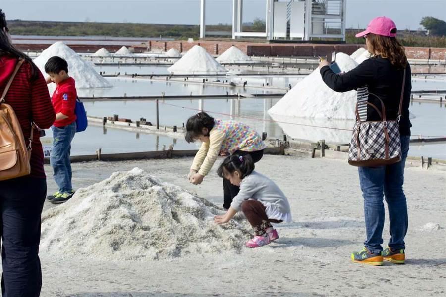 北門曬鹽體驗。(圖取台南旅遊網)