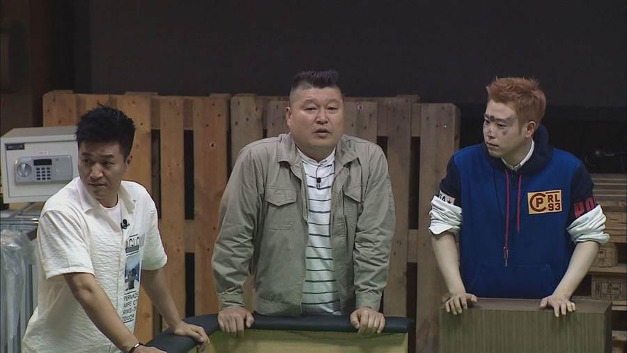 歌手金鍾旼(左起)、韓國知名主持人姜虎東、男團Block-B成員P.O一起參與《大逃出》節目。(中天綜合台提供)