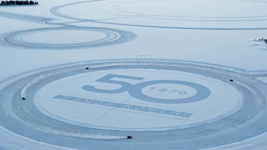 冰上地景藝術迎接RANGE ROVER車系問世50週年。(Land Rover提供)