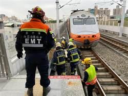 女大生闖鐵道遭撞無生命跡象 行車延誤1小時