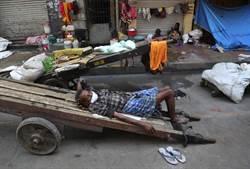 隔離到發瘋! 印度男全裸衝上街「啃咬90歲老婦喉嚨」身亡