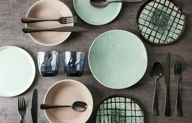 顏色鮮豔的碗盤真好看 當心殘留釉毒(示意圖/達志影像)