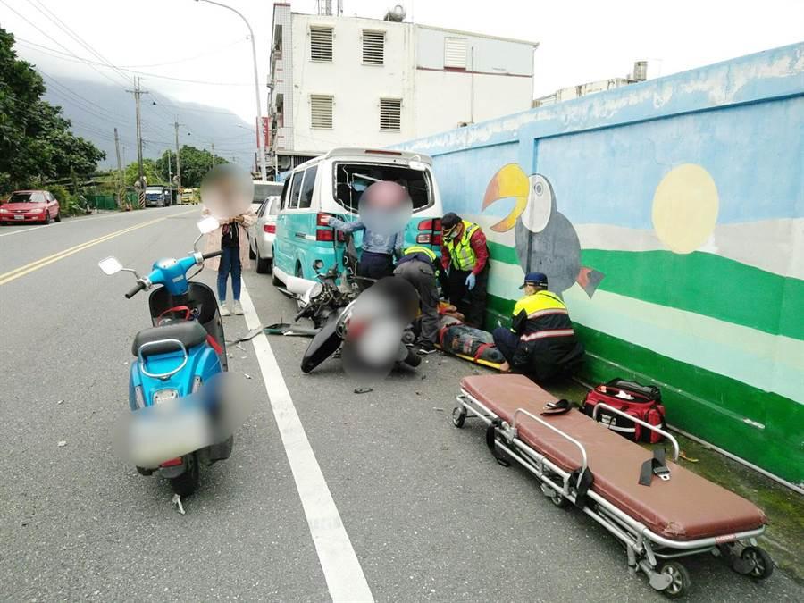 機車騎士未酒駕,不明自撞路旁車輛,車禍原因警方還要調查。(許家寧翻攝)