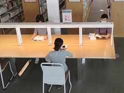 高雄市立圖書館座位減半改梅花座 「已有心理準備被罵」