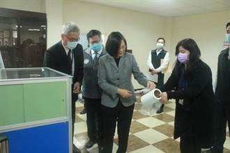 總統視察國家口罩隊 強調防疫期結束供應鏈持續運作