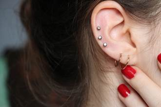 耳鳴是腦瘤徵兆?這些警訊要注意