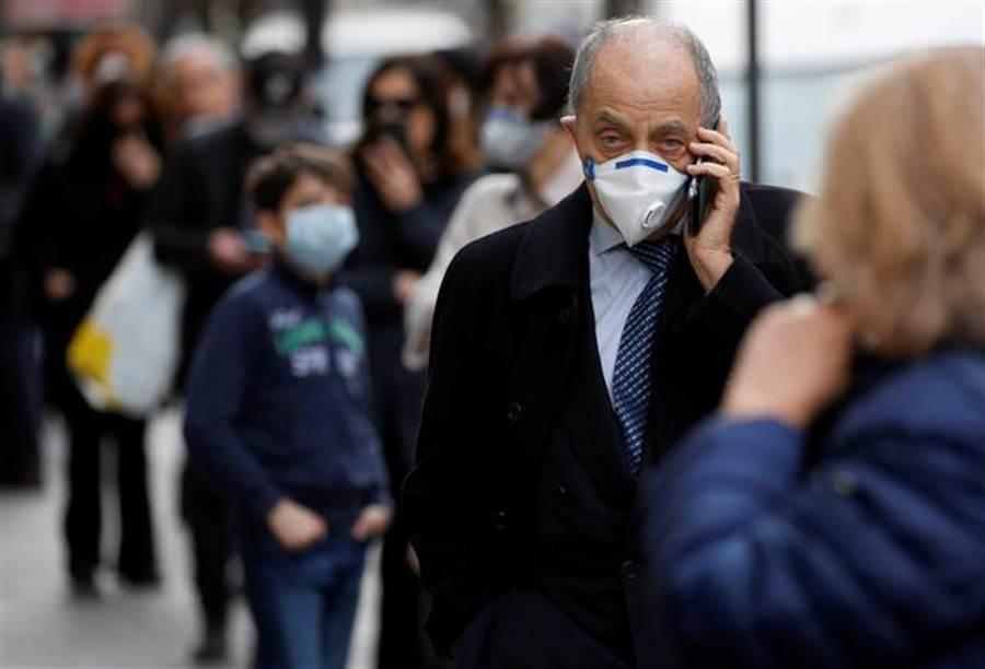 新冠肺炎在義大利已經造成10,779人死亡,近十萬人感染。(圖/路透社)