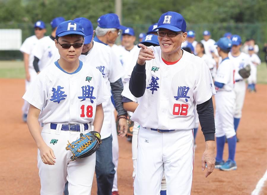 華興中學2019年12月14日為棒球隊舉辦50週年慶,邀請已畢業多年的校友球員回來(中時資料照/季志翔攝)