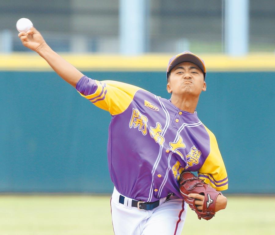 大專棒球聯賽4強賽,開南派出2019年U18世界盃MVP余謙先發,他以168球完投9局,助開南2比1挺進冠軍戰。(陳怡誠攝)
