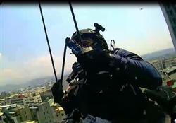 特警垂降16樓直搗詐騙機房 空中驚險畫面曝光
