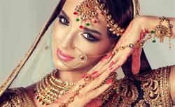 正妹跳印度舞被無視 直播卸妝秒增千萬粉絲