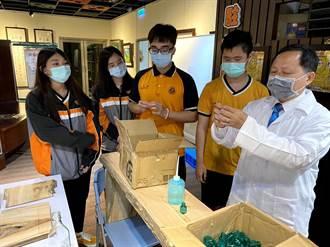 瑞芳高工以檜木廢料創新 實作防疫乾洗手小物
