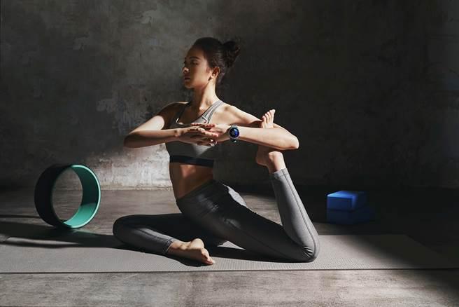Garmin Connect台灣用戶的數據趨勢顯示,相較去年同期,從事瑜珈、自由重訓、室內有氧等室內或居家運動的總體趨勢明顯上升近45%。(Garmin提供/黃慧雯台北傳真)