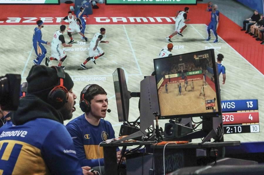 美國一支電競隊伍Warriors Gaming Squad透過NBA 2K比賽。(美聯社資料照)