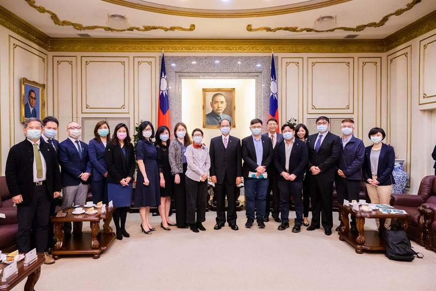 立法院長游錫堃今日會見台灣再生能源推動聯盟拜會。 (院長辦公室提供)