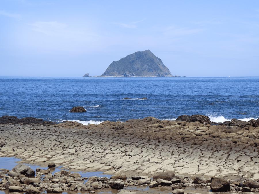 春夏之際豆腐岩上會有藻類生長而有綠蘑菇的有趣別名。(北觀處提供)