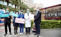 東森購物捐贈千萬防疫禮予一線醫護 今親贈衛服部雙和醫院加油打氣