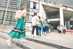 疫情竄校園 教部:百人課程調整授課