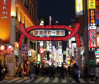 新宿歌舞伎町12人感染新冠 官員勸酒客忍一忍