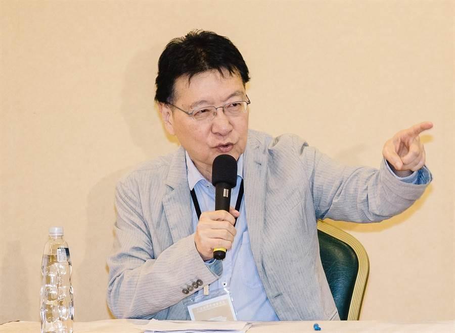 資深媒體人趙少康,在節目分析政府防疫口罩政策。(圖/本報資料照)