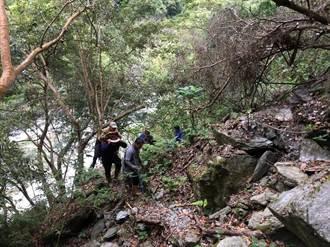 花蓮阿桑來嘎山山難 救難人員背骨折登山客下山