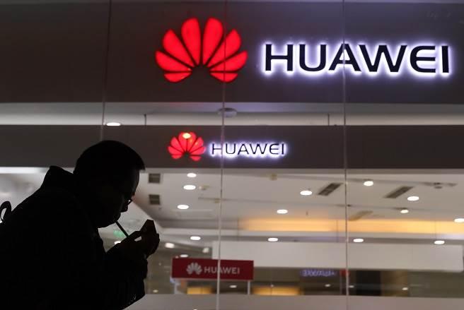 遭美禁令重傷!華為自曝鴻蒙難以取代Android。(美聯社資料照)