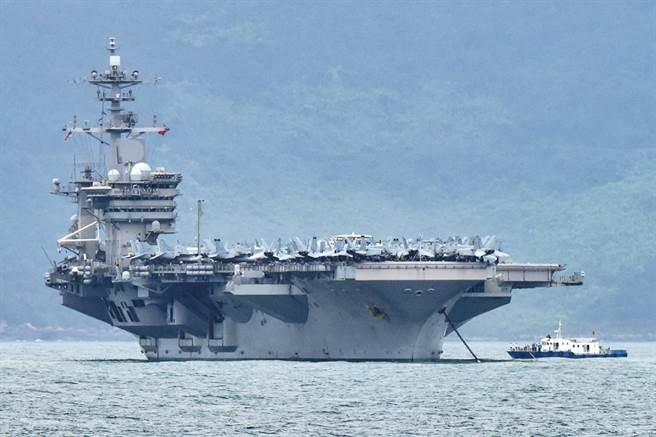 美國航空母艦「羅斯福」號(USS Theodore Roosevelt)近百船員感染新冠肺炎,艦長向美國海軍求援的信件被曝光,海軍表示,不排除懲處艦長。(資料照/路透社)