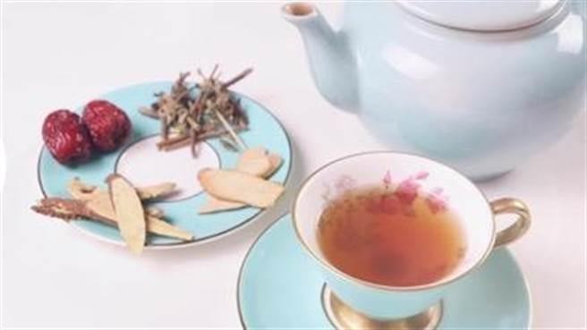 清明養生茶飲 「白芍甘草茶」柔肝舒肝。(圖/郭大維醫師提供)