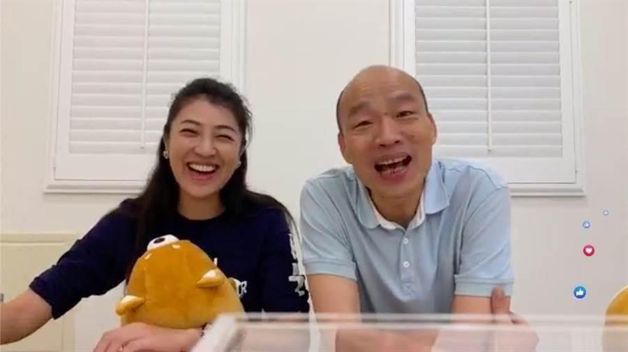 高雄市長韓國瑜(右)與國民黨立委許淑華(左),曾一起開臉書直播。(翻攝自韓國瑜臉書)