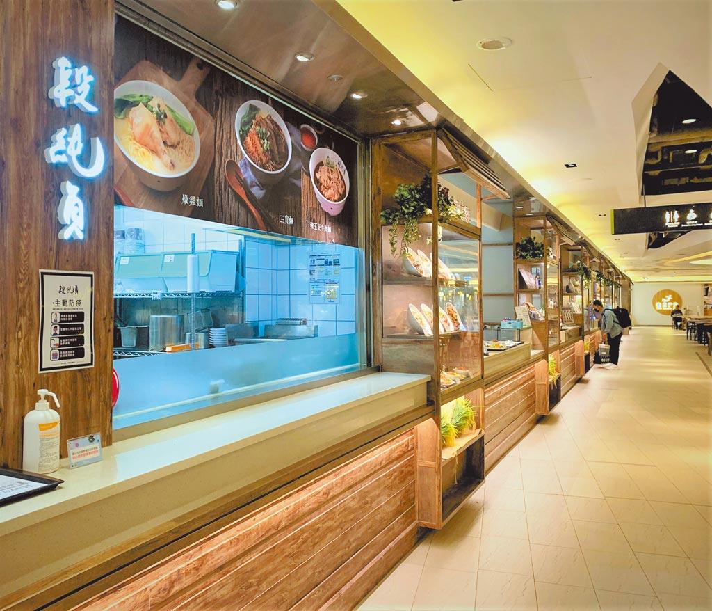京站的QQ飛食外送服務,4月推出訂餐免外送費,再享15天線上電影無限免費看優惠。(京站提供)
