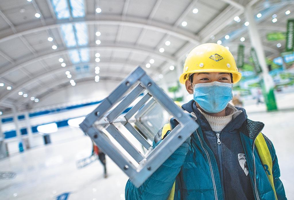 來自中建三局的工人在武漢雷神山醫院工地施工。(新華社資料照片)