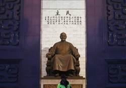 揭密:蔣公銅像會動的都市傳說怎麼來的?