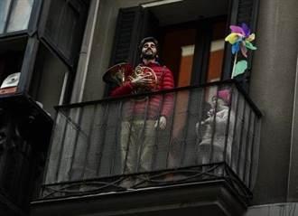 西班牙民眾陽台演奏 鄰居鼓掌