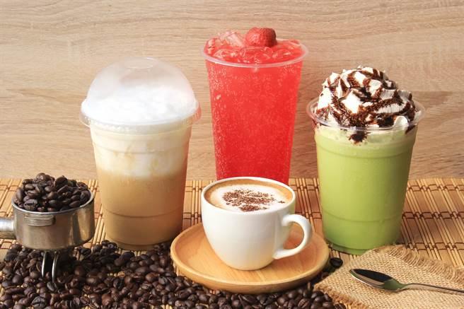 喝咖啡又出事!本土案335曾與確診者喝咖啡聊天1小時,昨確診新冠肺炎。(示意圖/Shutterstock)