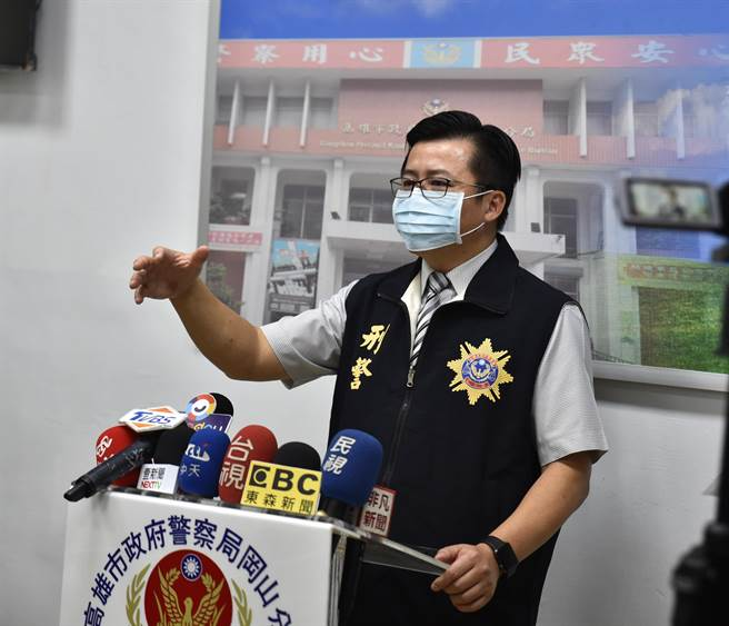 高雄市橋頭區2日發生桶屍案,岡山警分局偵查隊長陳仁正3日說明案情。(林瑞益攝)