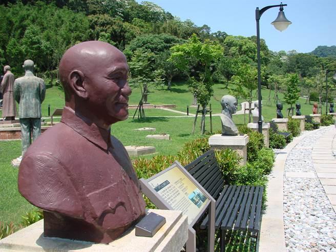 圖為桃園兩蔣文化園區,內有許多蔣公銅像。(甘嘉雯攝)