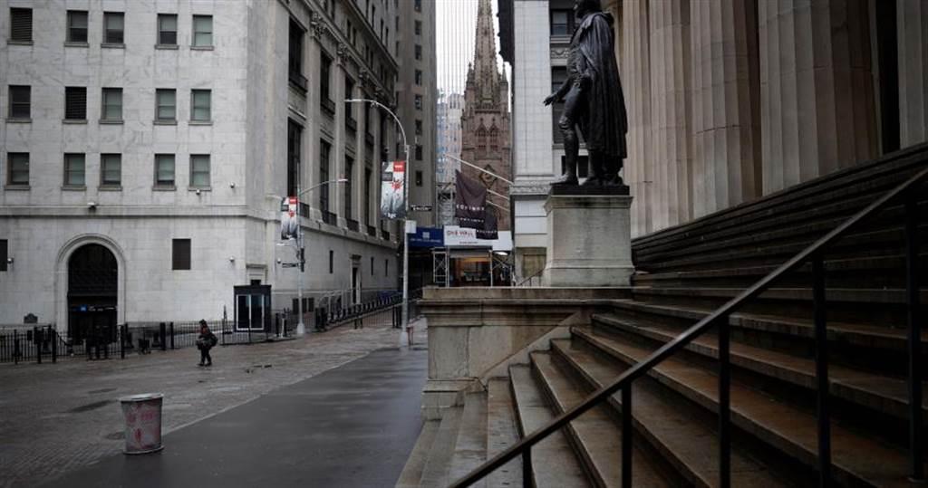 新冠肺炎疫情第一間! 美國首家銀行宣布破產倒閉。(圖/路透)