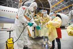 搭類包機3人發燒 母子同採檢