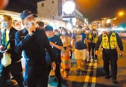墾丁大街擠爆 警宣導保持距離