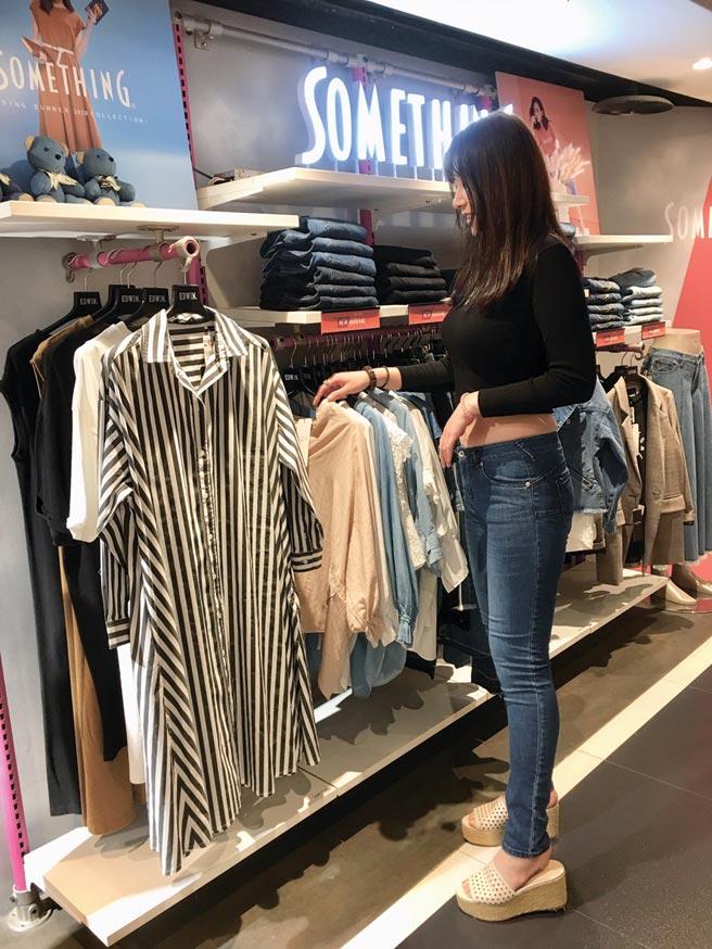 日系丹寧品牌SOMETHING重塑以「女孩們的第一件牛仔褲」為品牌目標。圖/李麗滿