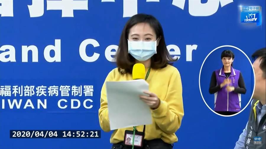 客家電視台的女記者,在記者會快結束時,被阿中部長cue上台進行客語版宣導,流利的客語搭配甜美聲線,引網暴動。(圖/中時電子報直播)