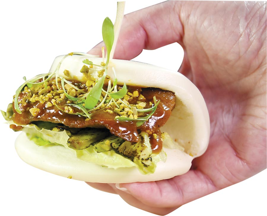 〈伊比利割包〉的主餡是Sous-vide作的伊比利豬肉,是中山逸林酒店〈Alley麗〉餐廳商業午菜中的前菜選項。圖/姚舜