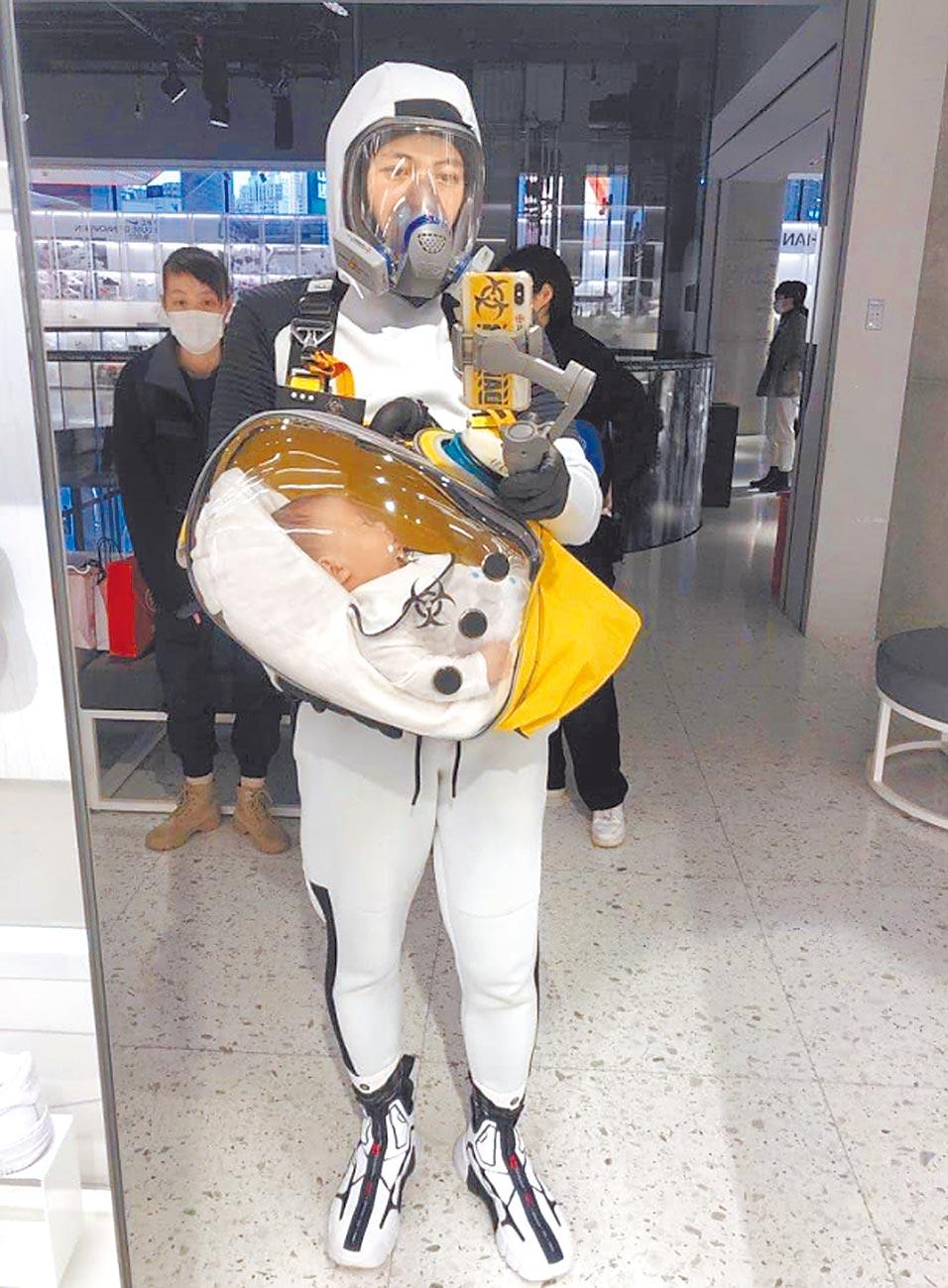 一位上海奶爸親手打造防疫「安全艙」。(摘自騰訊網)