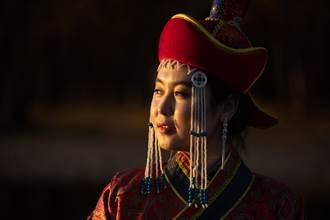 蒙古最兇猛皇后 31歲搶7歲男童為夫