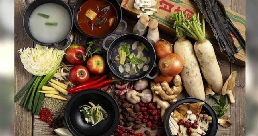 新開的火鍋餐廳主打多種特製湯頭。(圖/鉄火鍋提供)